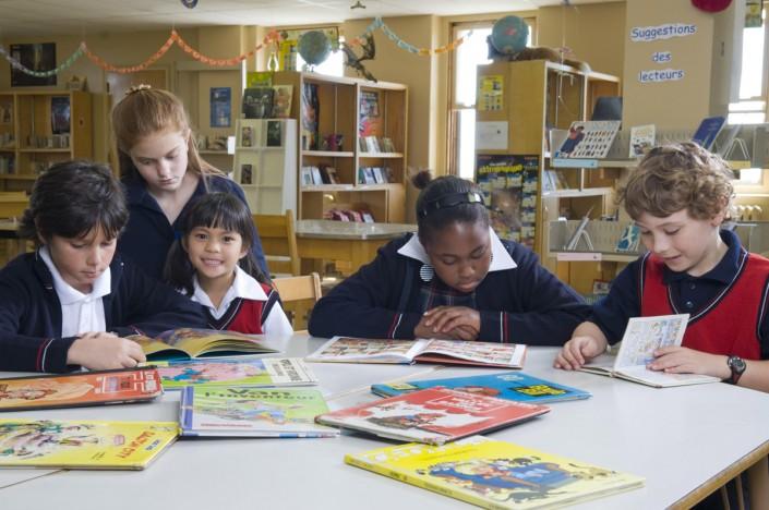 Enfants à la bibliothèque - École Val Marie
